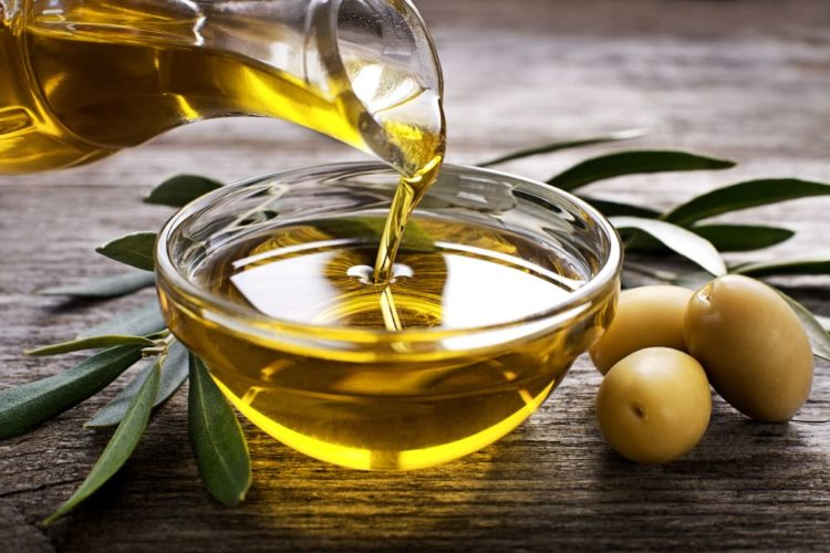 Lấy cao răng bằng dầu oliu tại nhà